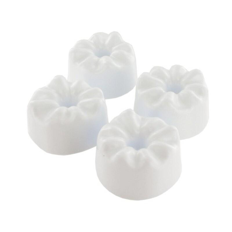 Formes à fleurs de marguerites en pâte à sucre