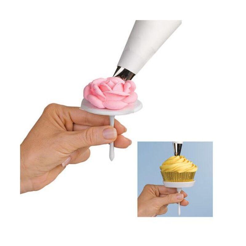 Clou à fleurs et cupcakes Wilton