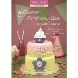 Gâteaux d'anniversaire en pâte à sucre